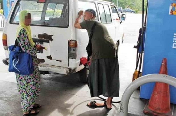 Pelajar Sekolah Tahfiz mengemis