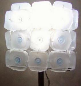 http://handbox.es/como-realizar-una-lampara-reciclando-45-botellas-de-plastico-pequenas-lamp-made-out-of-45-recycled-plastic-bottles