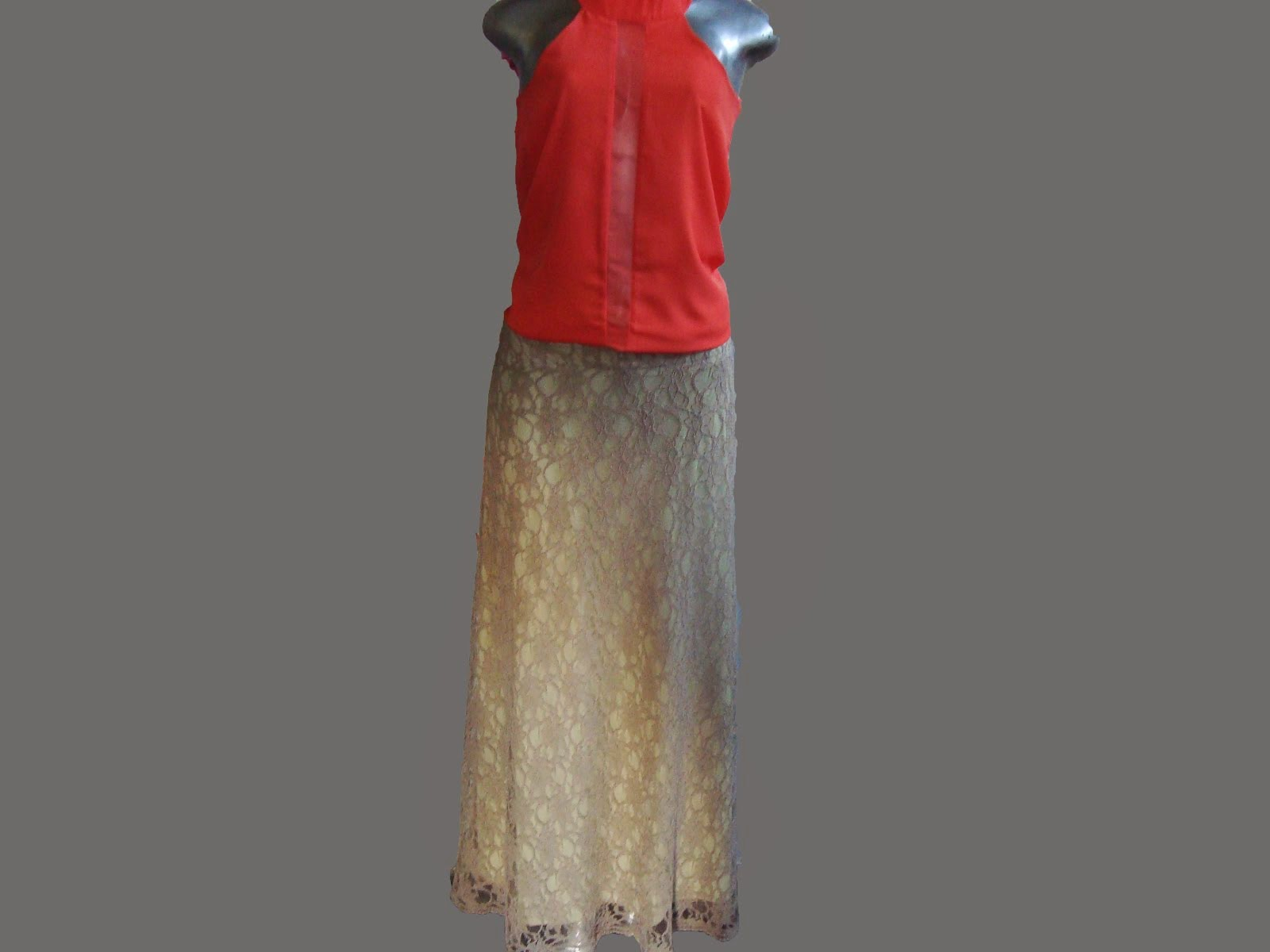 blusa de musseline e saião de renda