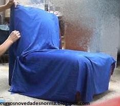 Ajustar la tela al sillón con alfileres