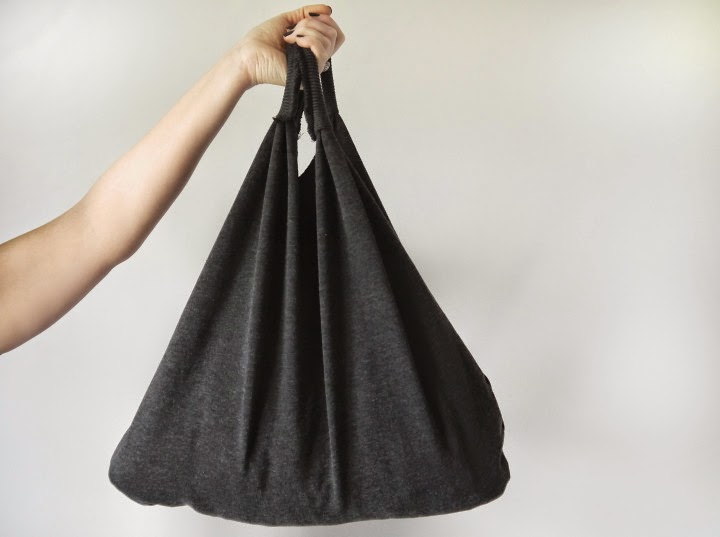 http://www.makery.uk/2015/02/diy-sweatshirt-market-tote-bag/
