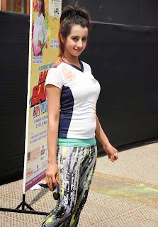 Sanjjanaa Galrani Celebrating Holi 2015 in Novotel  Spicy Babe in tight T Shirt Playing Holi