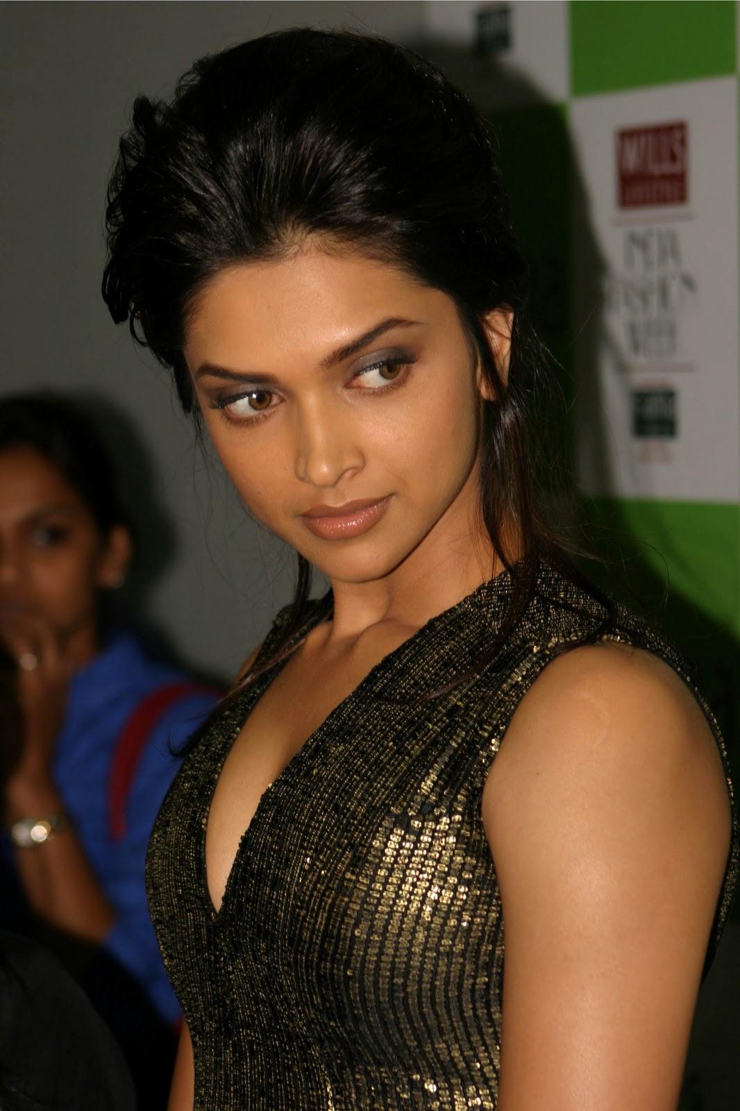 Deepika Padukone Hot Wallpapers at an Bollywood event ~ HOTWEB