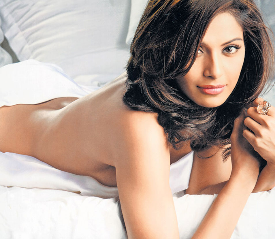 Actress photos bipasha basu hot photos for Best online photo gallery