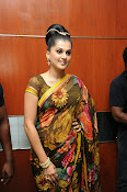 taapsee glam pics in saree-thumbnail-13