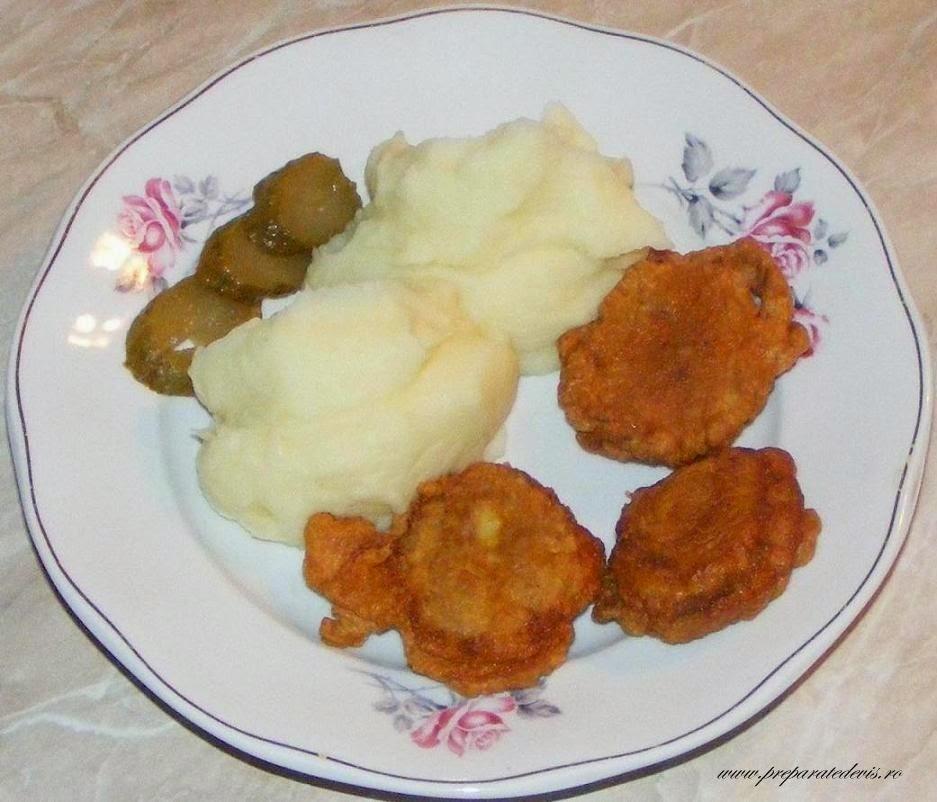 retete si preparate culinare de mancare creier de porc prajit pane cu piure de cartofi si muraturi