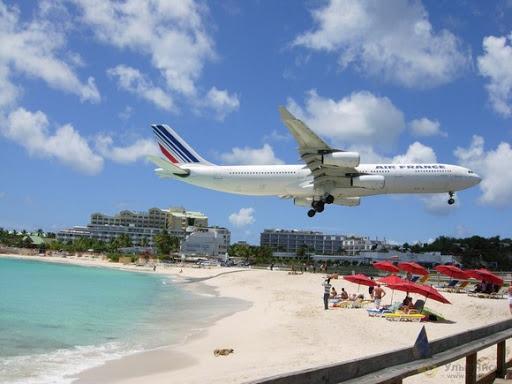 Apa Jadinya Kalo Pantai Rekreasi Dekat Dengan Bandara?