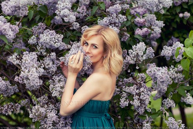 красивая фотосессия в сиреневом саду