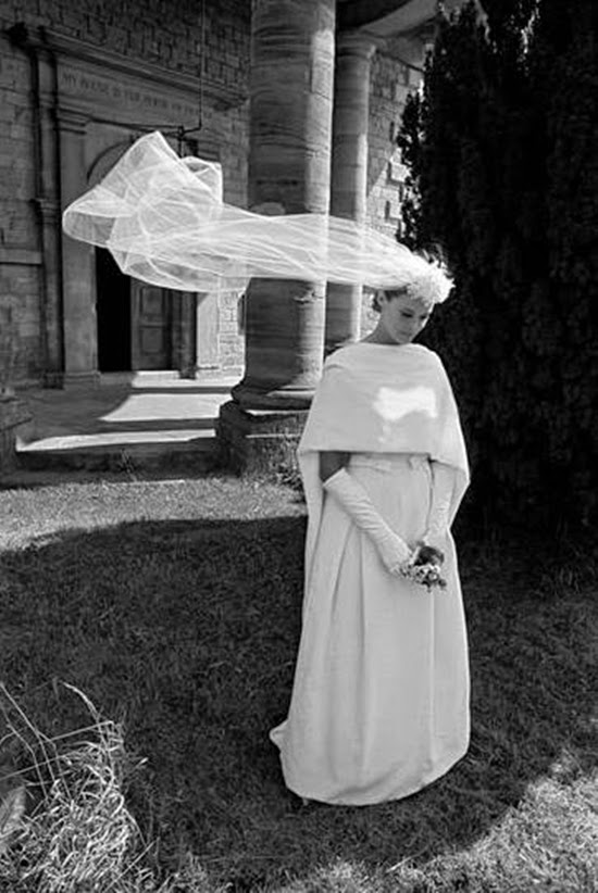 Friday inspiration 1960s wedding dresses from vogue for Vintage wedding dresses paris