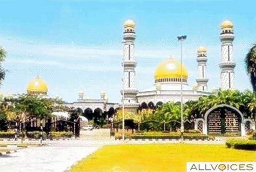 7 Masjid Agung Berkubah Emas di Dunia