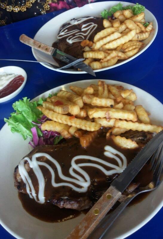 Whoop Whoop Review Tempat Makan Sedap Kat Mersing Johor Baek Cafe Bistro