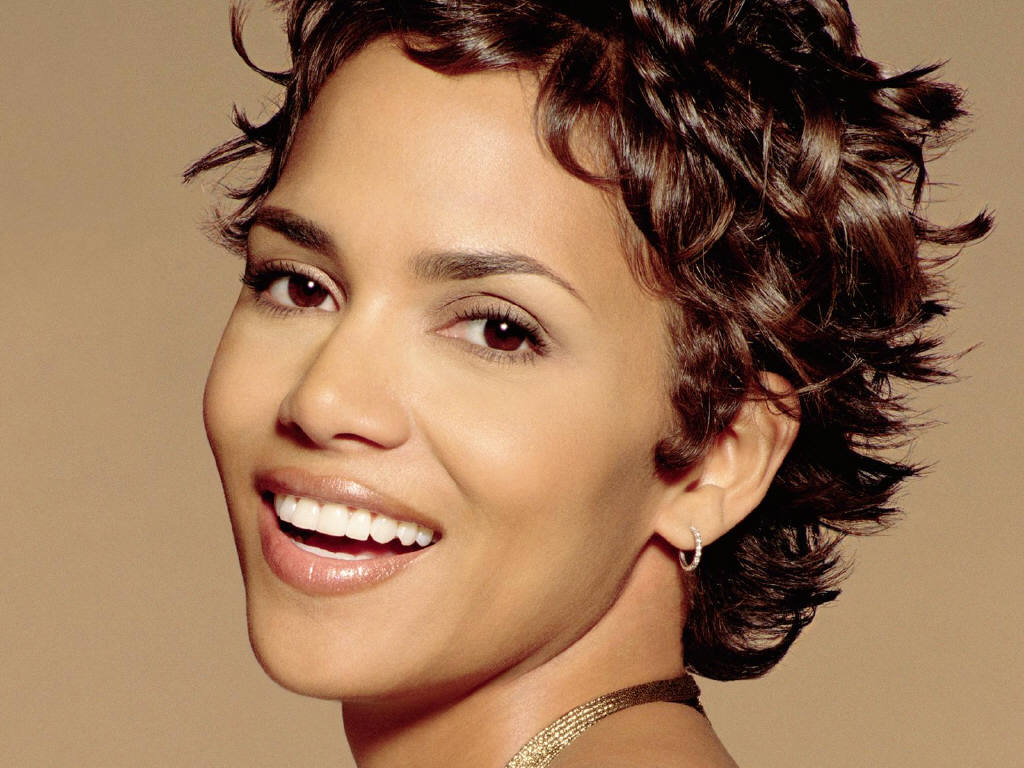 Celebrity Halle Berry Short Curly Hairstyle Pictures