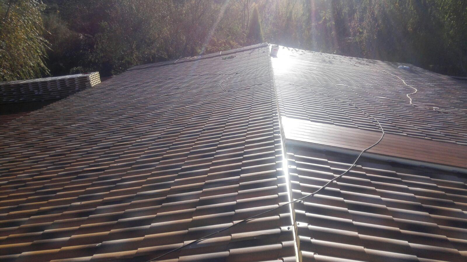 Cubierta sobre pergola de madera con panel sandwich - Clases de tejas para tejados ...
