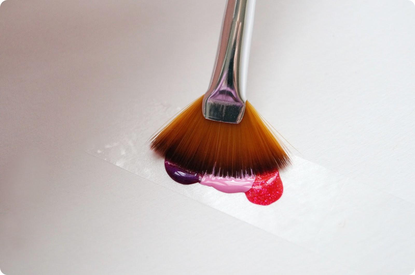 der versuch eines farbverlaufs mit der essence multi effect brush alabaster blogzine. Black Bedroom Furniture Sets. Home Design Ideas
