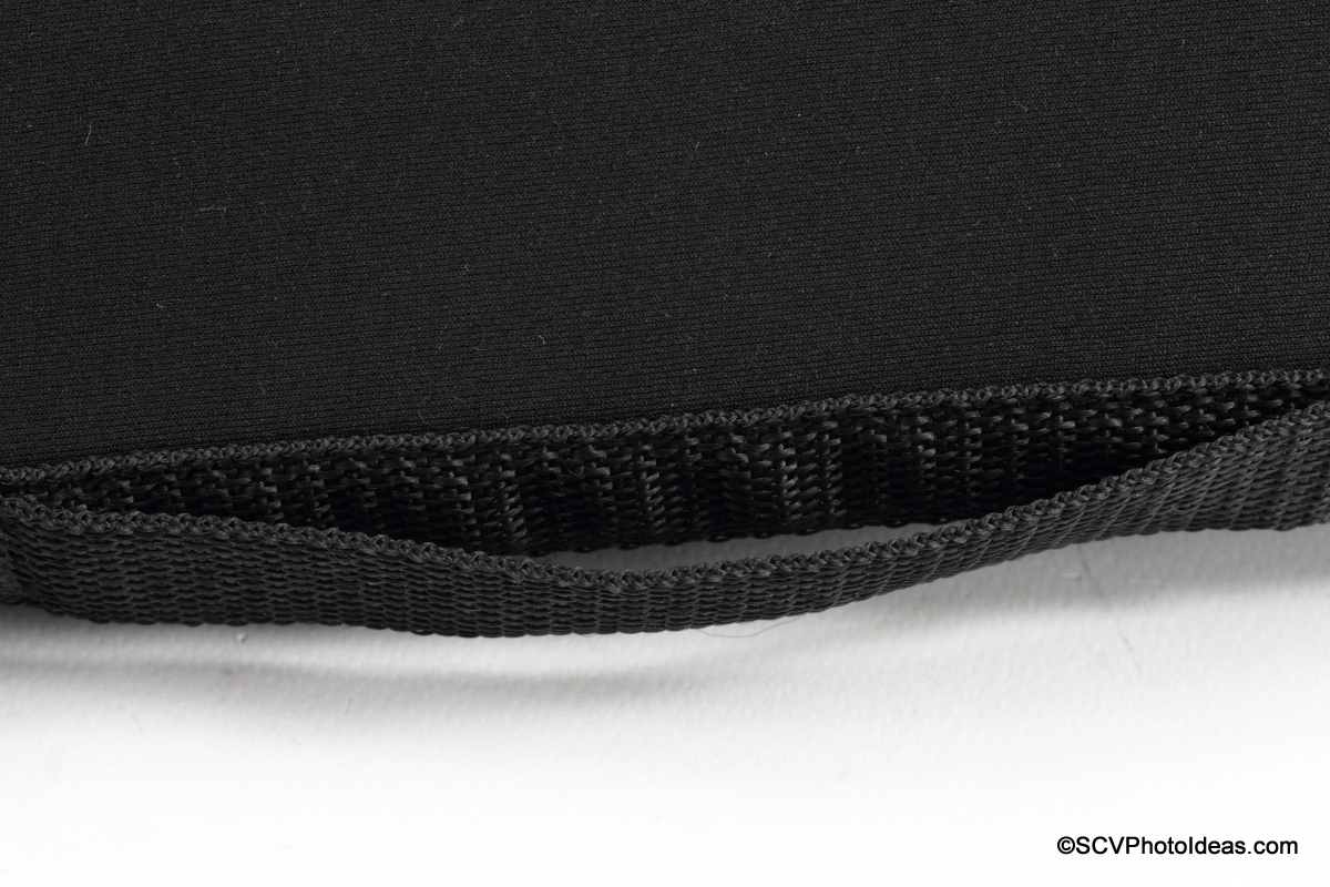 Matin Neoprene Lens Pouch belt loop detail
