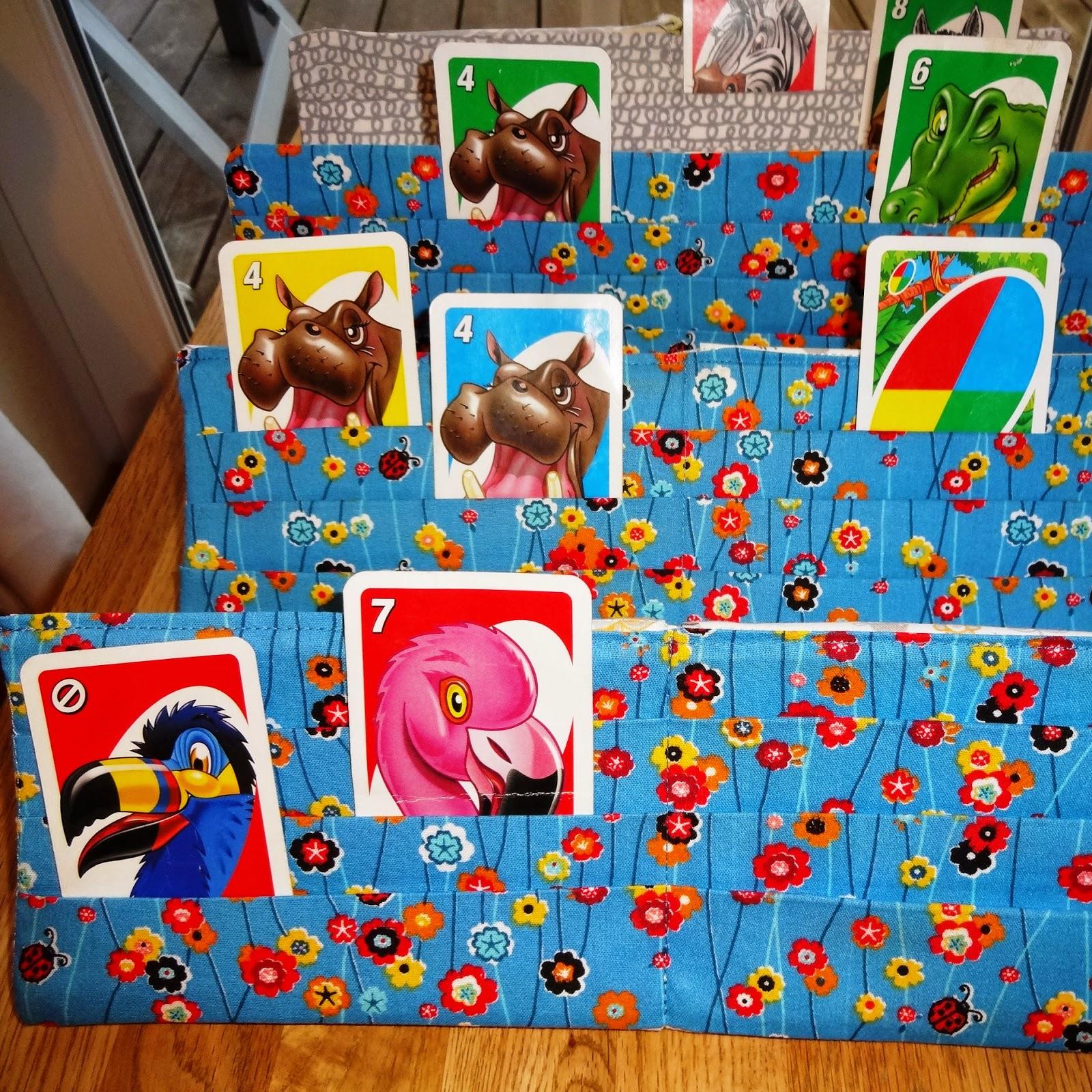 Karten spielen Kinder kleine Hände