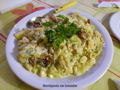 Bistrô PortoSol: Prato Raubritterteller (receita medieval, composta de Cogumelos, Bacon e Batatas, com Molho de Iogurte e Salsa Fresca)