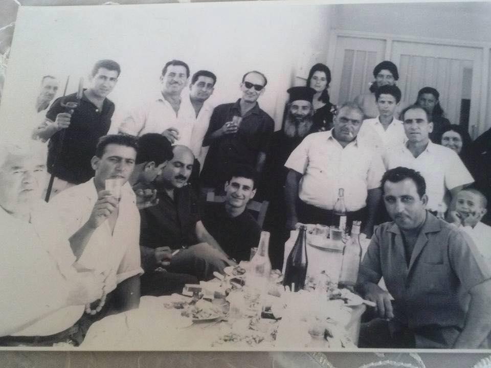 Ο ΚΟΥΤΗΣ (στο κέντρο)