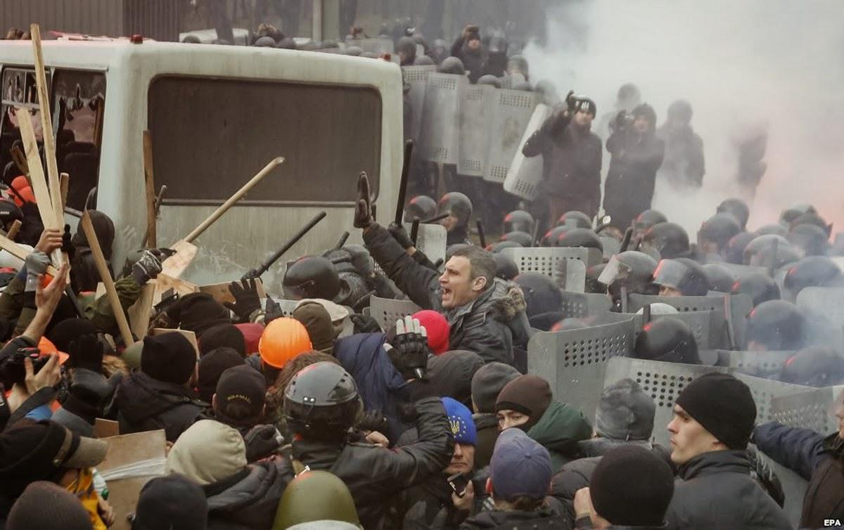 Виталий Кличко пытается остановить столкновение