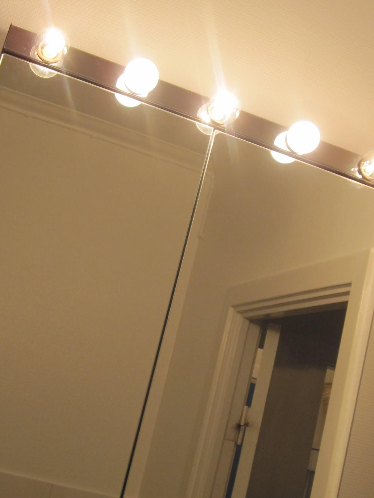 Nya spegelskåpet kommer från Ikea som också belysningen gör, gillar den, lite cool och ger