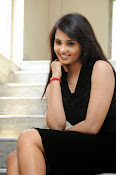 Actress Aarushi Glamorous Photos in Black-thumbnail-3