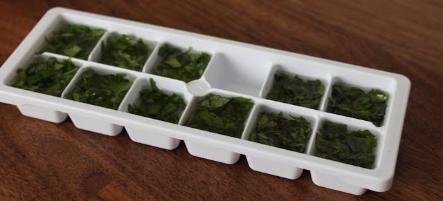 Preserving parsley and mint in an ice cube tray with olive oil