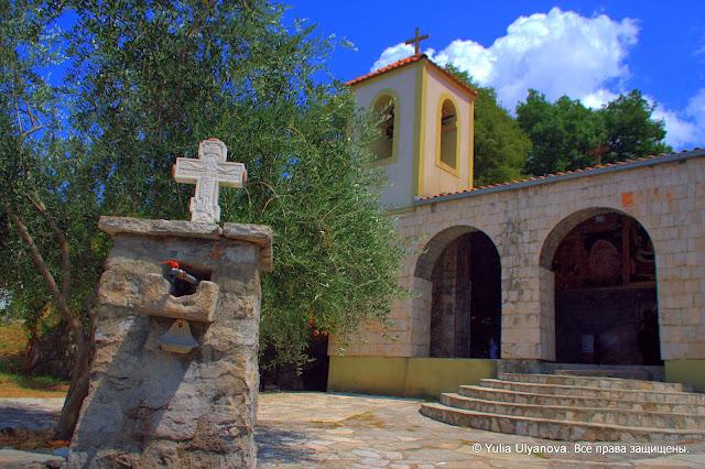 Вход в церковь. Монастырь Дайбабе