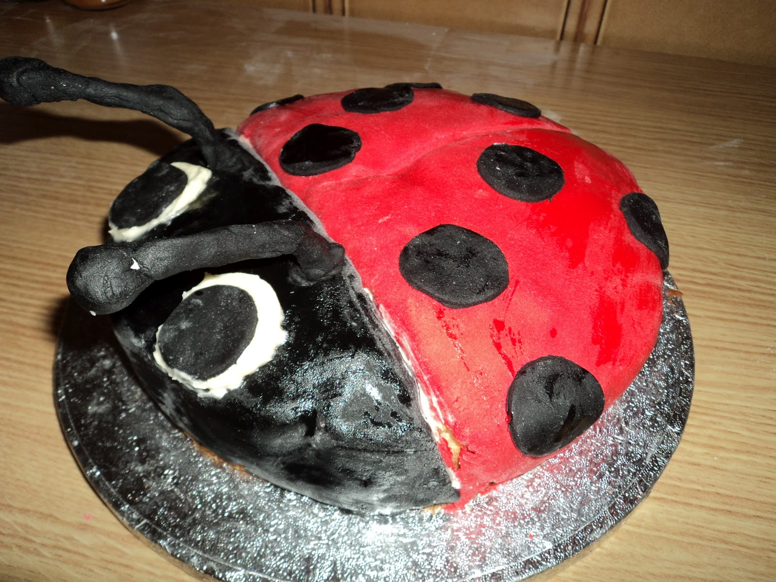 The Wandering Pit Ladybird Cake For My Daughters First Birthday