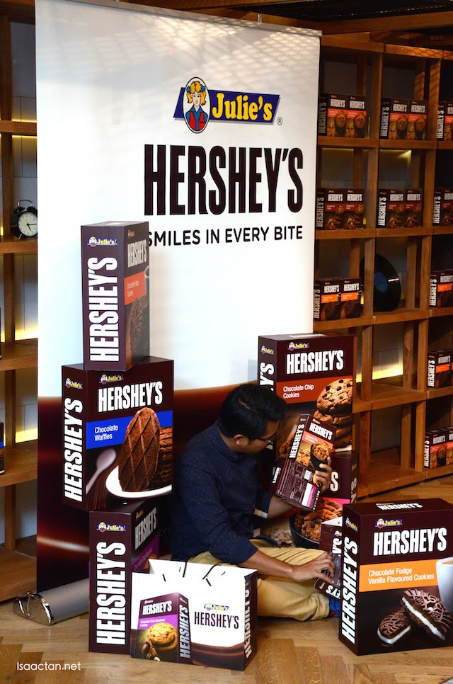 Bloggers having a field day snapping pictures with the mock up boxes of Julie's Hershey's.