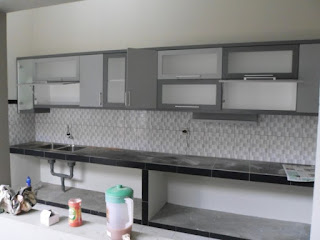 furniture semarang - kitchen set minimalis pintu kaca engsel hidrolis 01