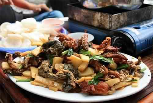 quán Lẩu ếch đăt khách tại Hà Nội :