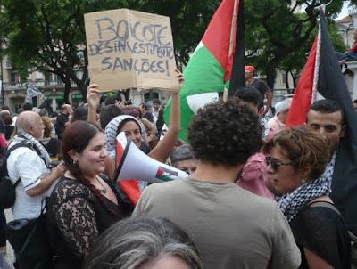 Líder anti-semita BDS presa por bebedeira a bordo e insultos racistas
