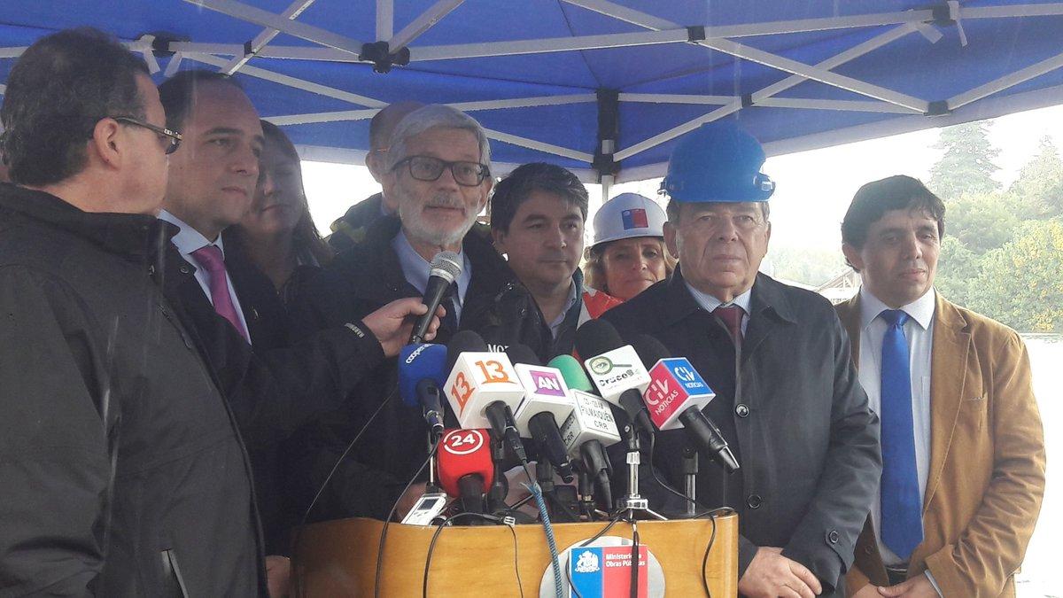 Piñera ordena al MOP habilitar puente Cau Cau en 120 días