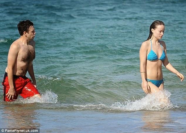 الممثلة الأمريكية أوليفيا وايلد بالبكيني خلال عطلة عائلية في هاواي