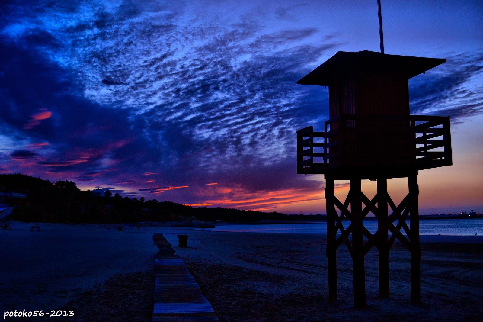 una torreta vigia en la playa del chorrillo Rota