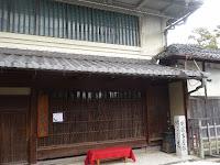 安藤家の住居は、紅殻格子・虫籠窓などが施された長浜を代表する和風建築