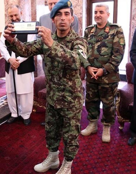 Esa Khan, 28 anos ... Herói afegão