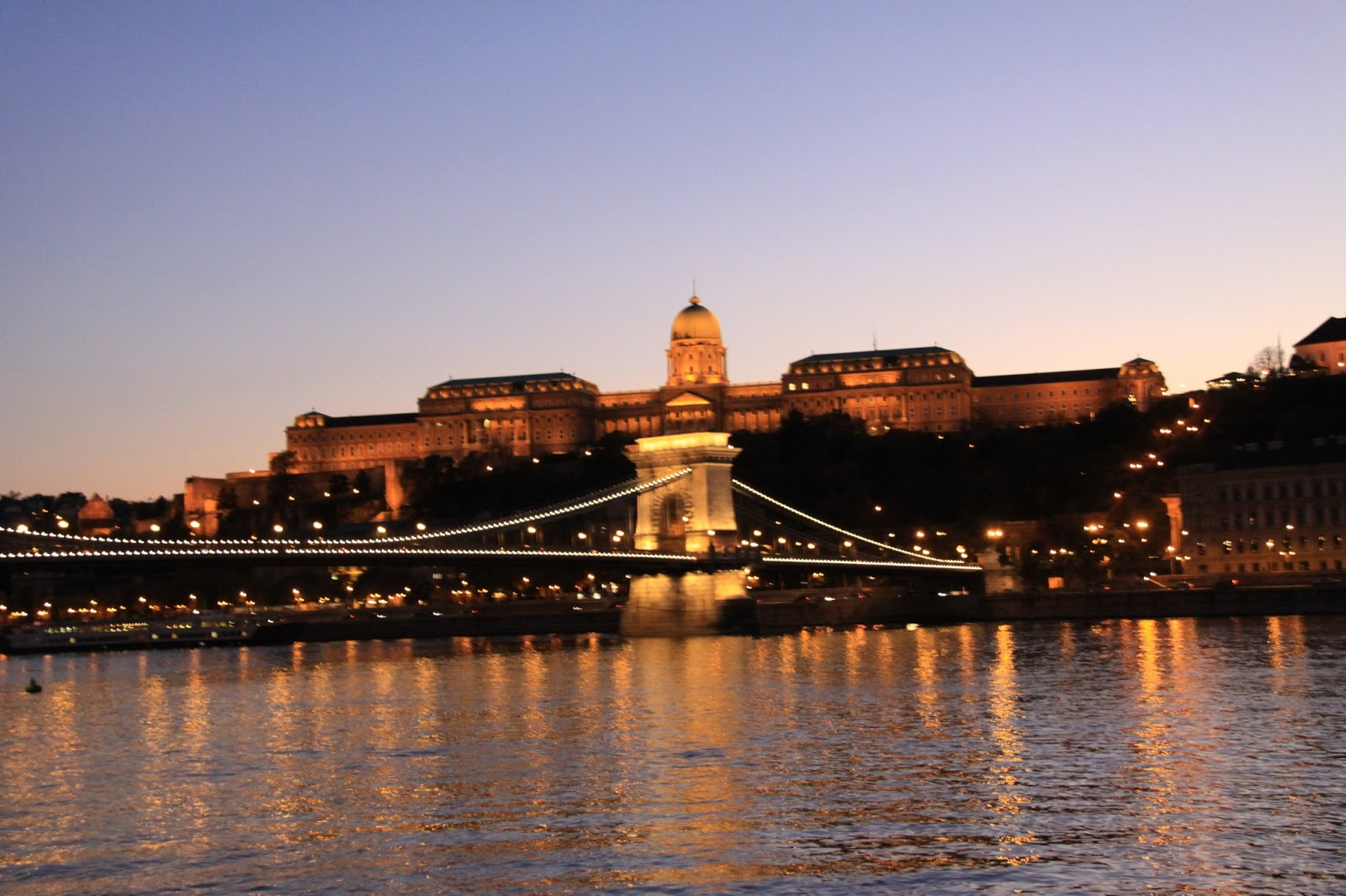 Pelancong Nekat: Malam di Sungai Danube