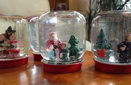 Ideas para reciclar frascos de vidrio para for Frascos decorados para navidad