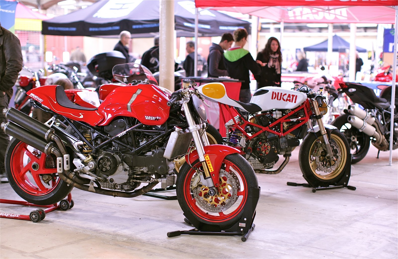 radical ducati s l stand ducatiamo aux salon moto de valence manx et 9. Black Bedroom Furniture Sets. Home Design Ideas