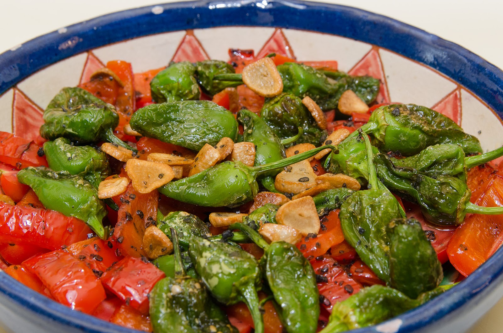 receta-ensalada-pimientos-padron-tomates-cherry-cocina-ligera-baja-grasa-dieta-adelgazar-facil-sabrosa-bruja