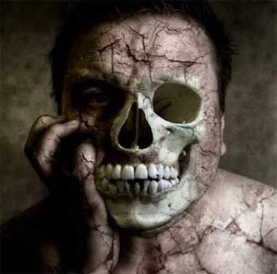 Imagen de una persona convirtiéndose en una calavera.