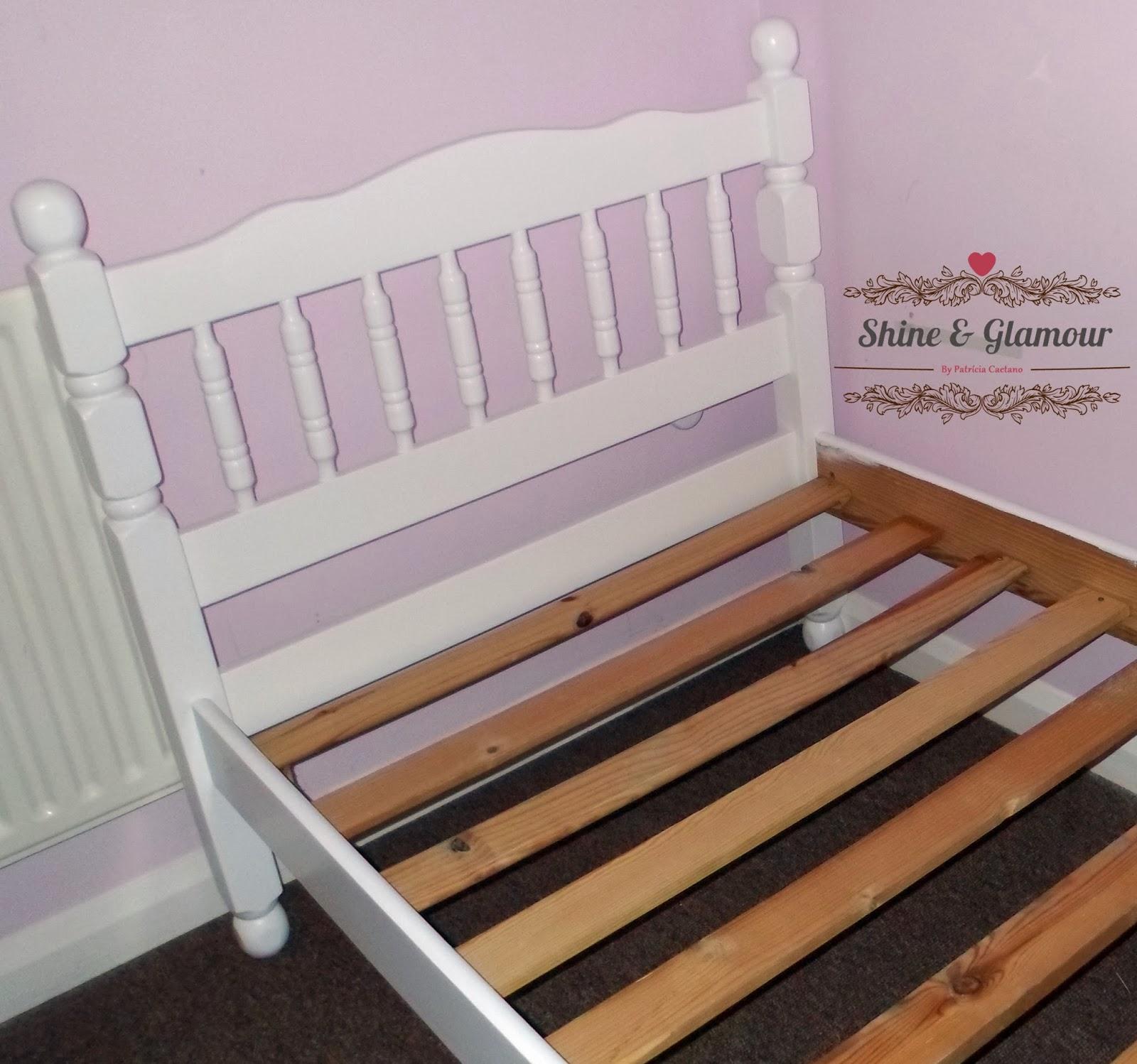 DIY Reforma de uma cama de madeira Shine & Glamour #75472C 1600x1498