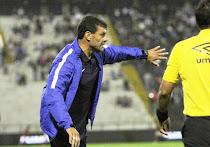 Gustavo Roverano se queda como DT hasta julio.