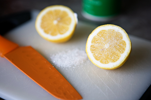 4 Tips Sederhana Membersihkan Gigi Hitam