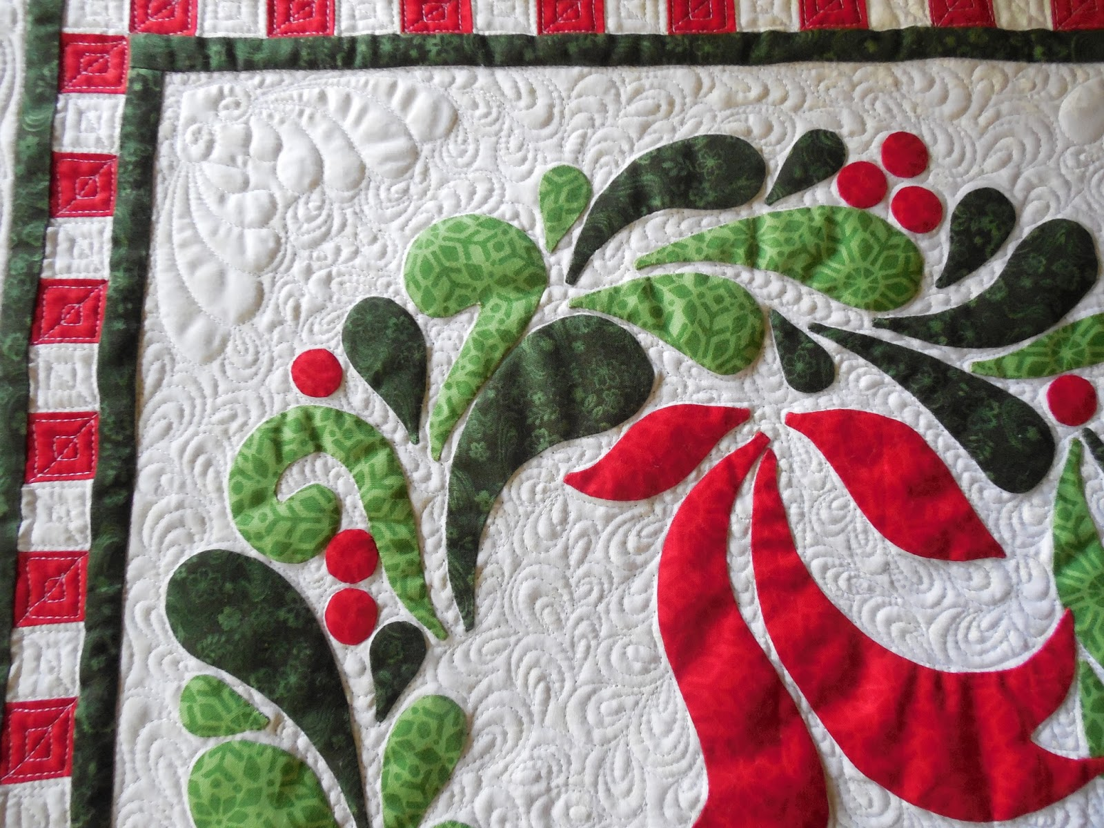 Quilt Pattern For Christmas Wreath : Tanderwen Quilts: Jonnie s Christmas wreath quilt