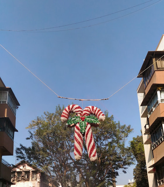 Dayle Pereira of the blog Style File reviews the ASUS Zenfone 2 Laser smartphone with a picture taken by the phone camera of an oversized candy cane ornament