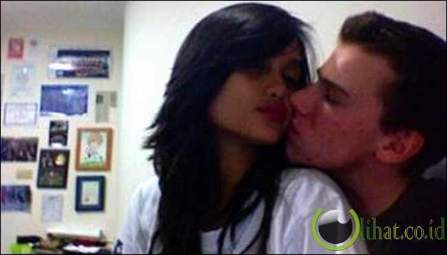 Ciuman Cinta Laura