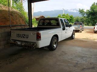 รายละเอียดจากคู่มือรถ วันเดือนปีที่จดทะเบียน : 10 พฤษภาคม 2533  เลขทะเบียน : บง 2013 ป้ายทะเบียนจังหวัด : ลำพูน ประเภท : รถยนต์บรรทุกส่วนบุคคล ลักษณะ : กระบะบรรทุก ยี่ห้อรถ : ISUZU แบบ/รุ่น : TFR54HP สี : ขาว เลขตัวรถ : TFR54HA - 9957654 ยี่ห้อเครื่องยนต์ : ISUZU เลขเครื่องยนต์ : A50244 เชื้อเพลิง : ดีเซล จำนวนสูบ : 4 สูบ จำนวนซีซี : 2500 ซีซี จำนวนแรงม้า : 87 แรงม้า เพลา : 2 เพลา ล้อ : 4 ล้อ ยาง : 4 เส้น น้ำหนักรวม : 2450 กก.