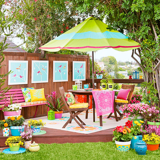 Mom 39 s turf a lovely colorful backyard for Small colourful garden ideas